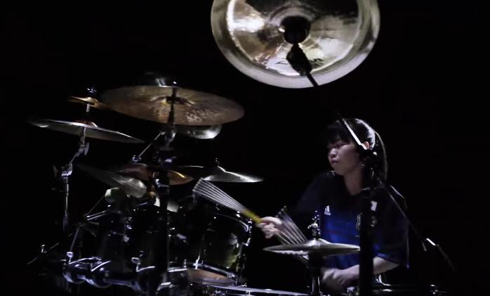18歲的鼓手少女「川口千里」,暱稱就是「千手観音」太精彩!